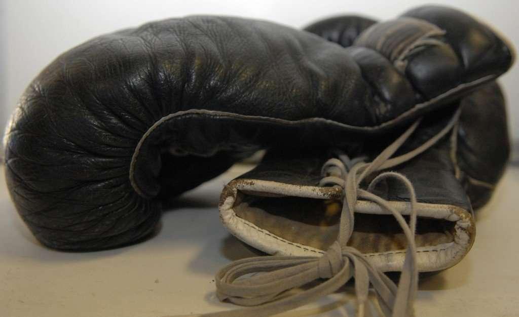 muhammad ali - black boxing gloves