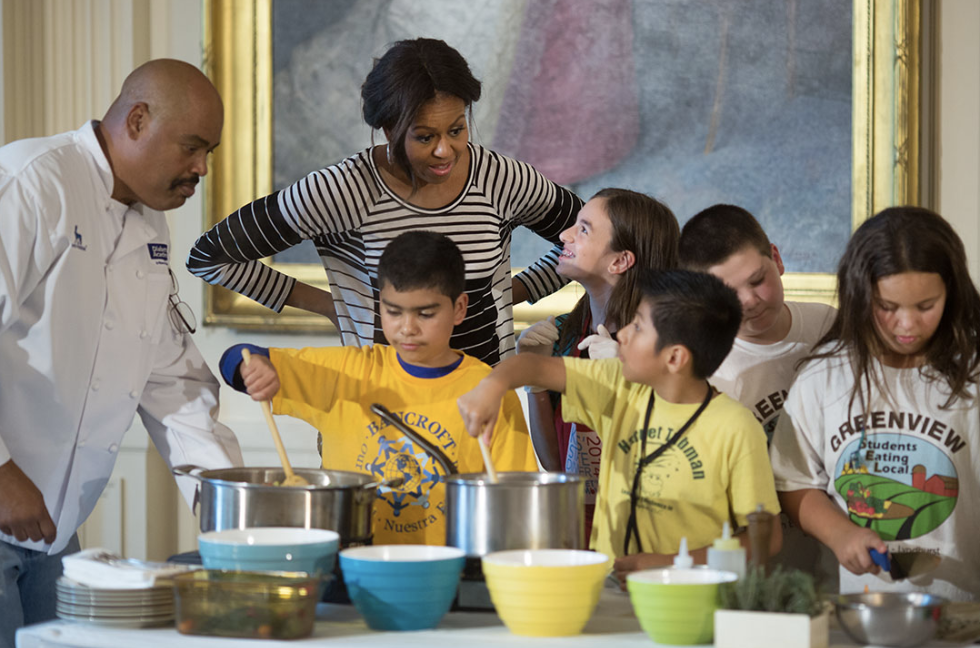 Michelle Obama with kids cooking - healthy eating